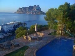 Property Villa de lujo en primera linea de mar, sobre el Club Náutico Les Basetes en Benissa y con unas vistas al mar espectaculares. (PJBY-T32)
