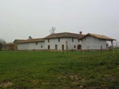 Property Dpt Ain (01), à vendre 12mn MACON anc ferme de caractère P7 de 240 m² - Terrain de 20000 m² -1200m2 dépend (KDJH-T220900)