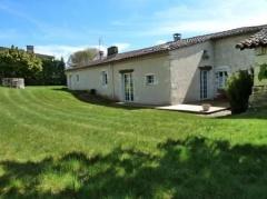 Property Maison en pierre superbement rénovée avec grange et dépendances (AGHX-T12407)