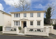 Property House for sale in London (PVEO-T281423)