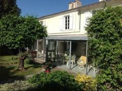 Property Dpt Deux Sèvres (79), à vendre NIORT maison P6 de 160 m² - Terrain de 1200 m² - (KDJH-T237774)