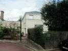 Property PETITE MAISON CHARMANTE CHATOU plein centre avec jardinet , 2 chambres avec chacune sa salle de bains proche mairie et RER (KDJH-T219601)